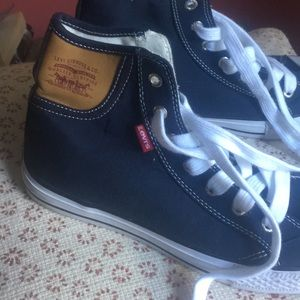 Levi's tennis shoes